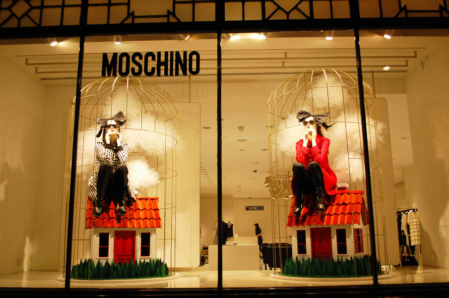 & EXHIBITIONS INSTALLIONS AND WINDOW DISPLAYS - VM